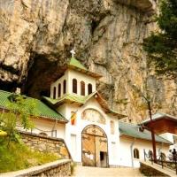 Mănăstirea Peştera Ialomiţei. Jud.Dâmboviţa.