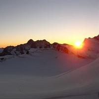 Cand soarele se trezeste sus pe munte