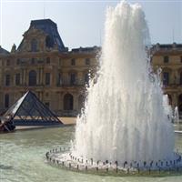 Paris Palatul Luvru1