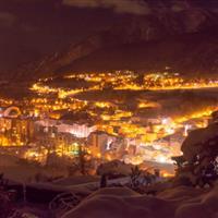 Într-o noapte de Crăciun înzăpezită(On a snowy Christmas night)