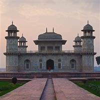 Agra, Mausoleul lui Idmat-ud-Daula