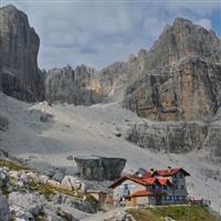 Am indragit muntii. Cabane si refugii in Brenta