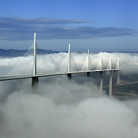 Viaductul Millau - Franta