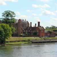 London Hampton Court Palace1