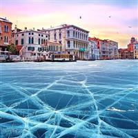Venetia, canale inghetate